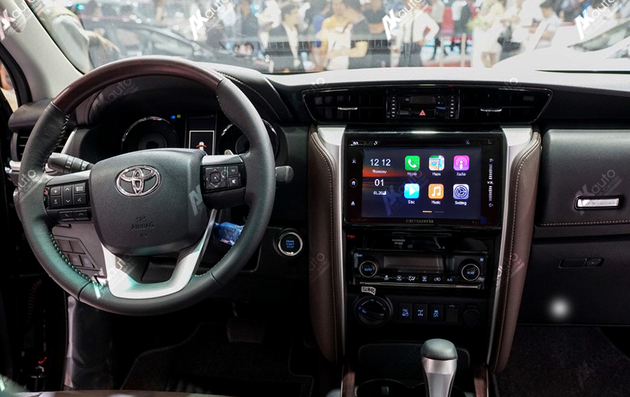 man hinh xe toyota fortuner 2017